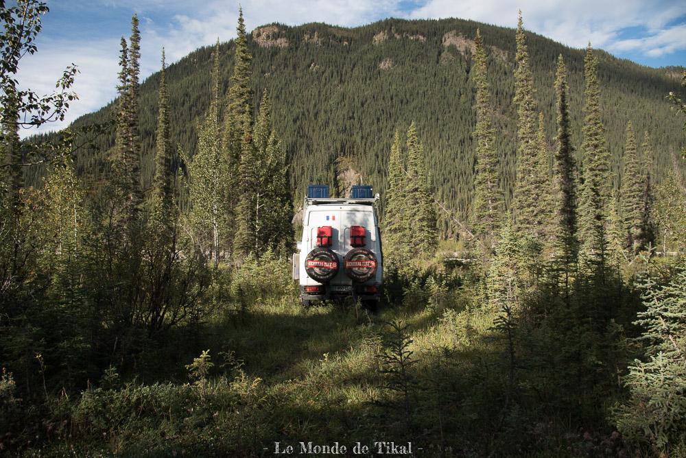 quotidien van camion truck bivouac yukon canada boondocking