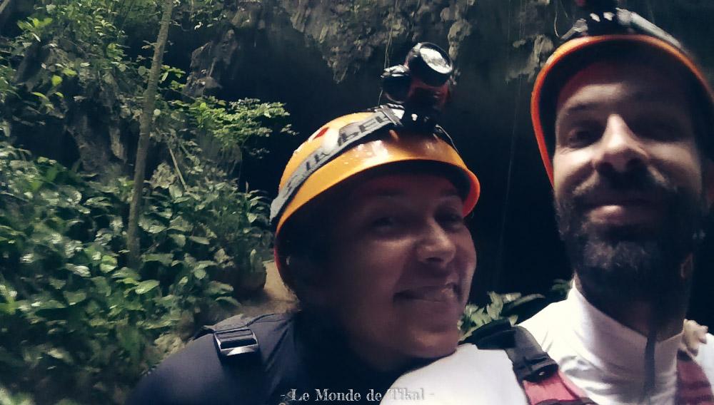 belize cave tubing grotte bouée
