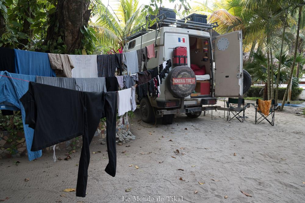 Linge qui sèche, Honduras van camion plage sable quotidien