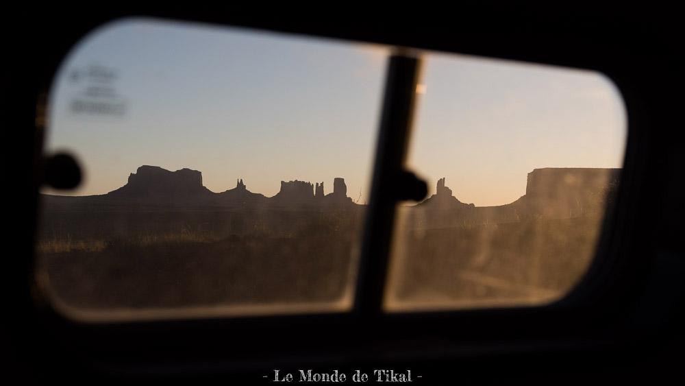 Monument Valley, USA quotidien fenetre window