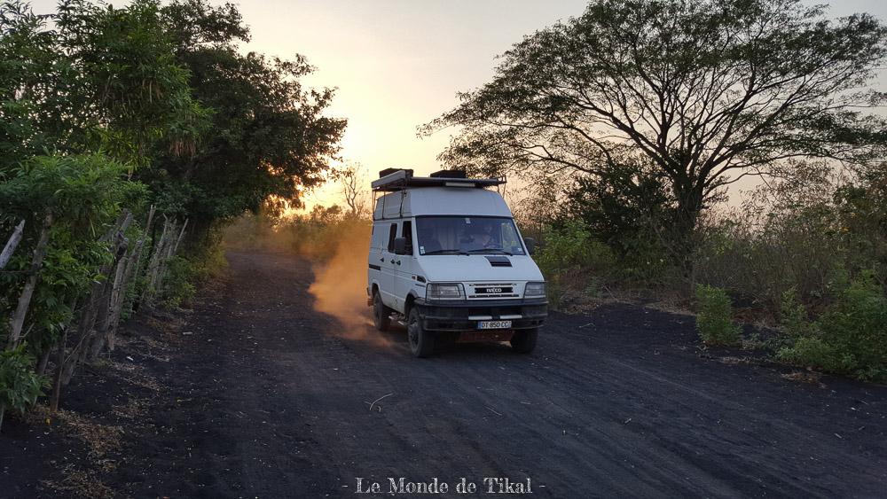 nicaragua cerro negro volcan volano ashes cendres tikal iveco daily 4x4 4010