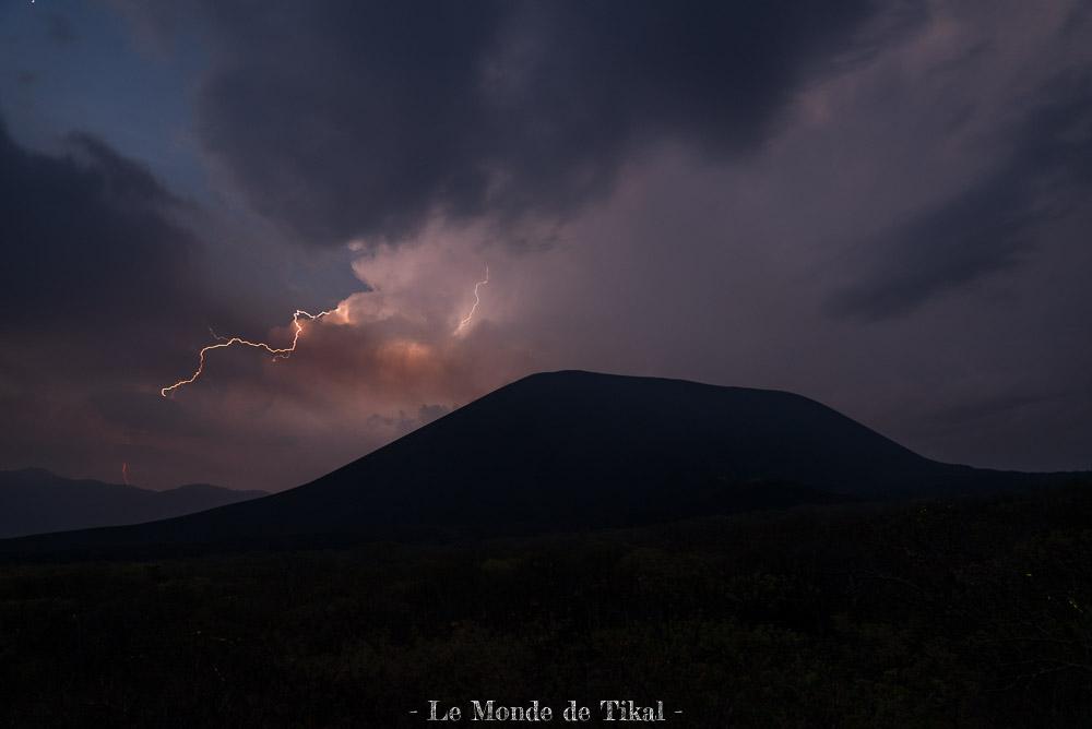 nicaragua cerro negro volcan volano eclair orage storm lightning nuit night