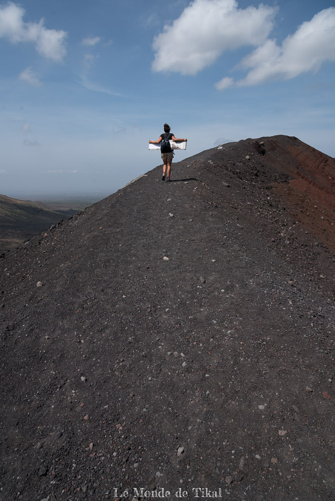 nicaragua cerro negro volcan volano ashes cendres dana planche board
